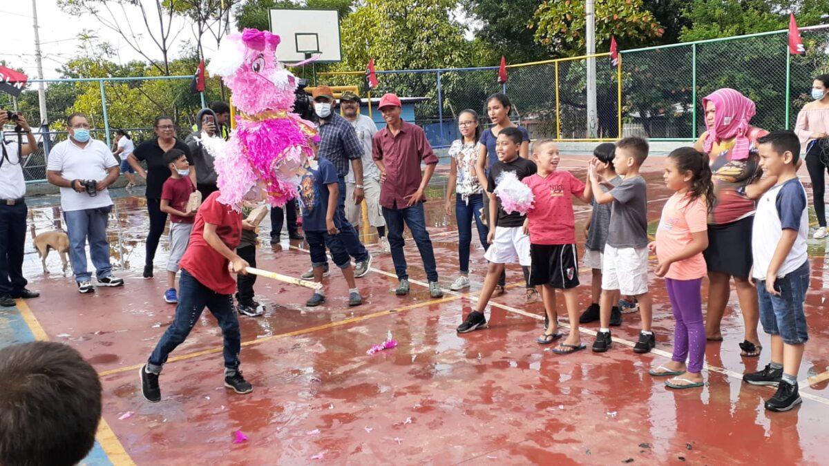 Habitantes del barrio Pablo Ubeda, celebran el Día de la Alegría