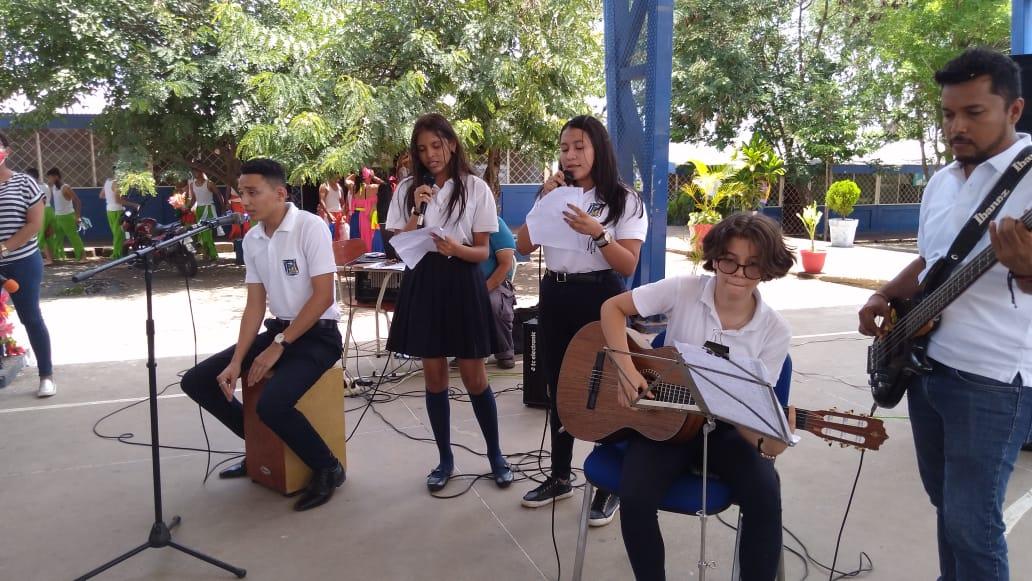 Estudiantes realizan festival artístico en celebración al Día del Estudiante en Managua