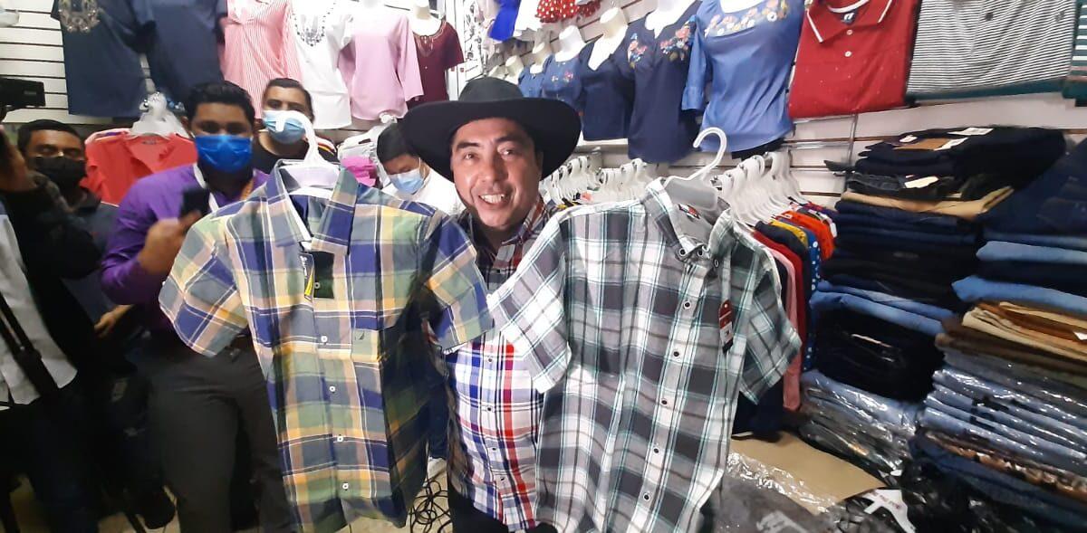 Comerciantes del mercado Roberto Huembes ofrecen productos para fiestas patronales