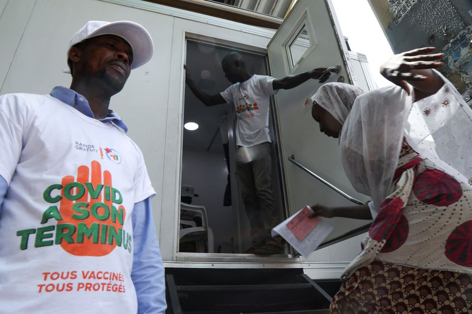 Costa de Marfil agiliza vacunación contra la Covid-19 en clínicas móviles