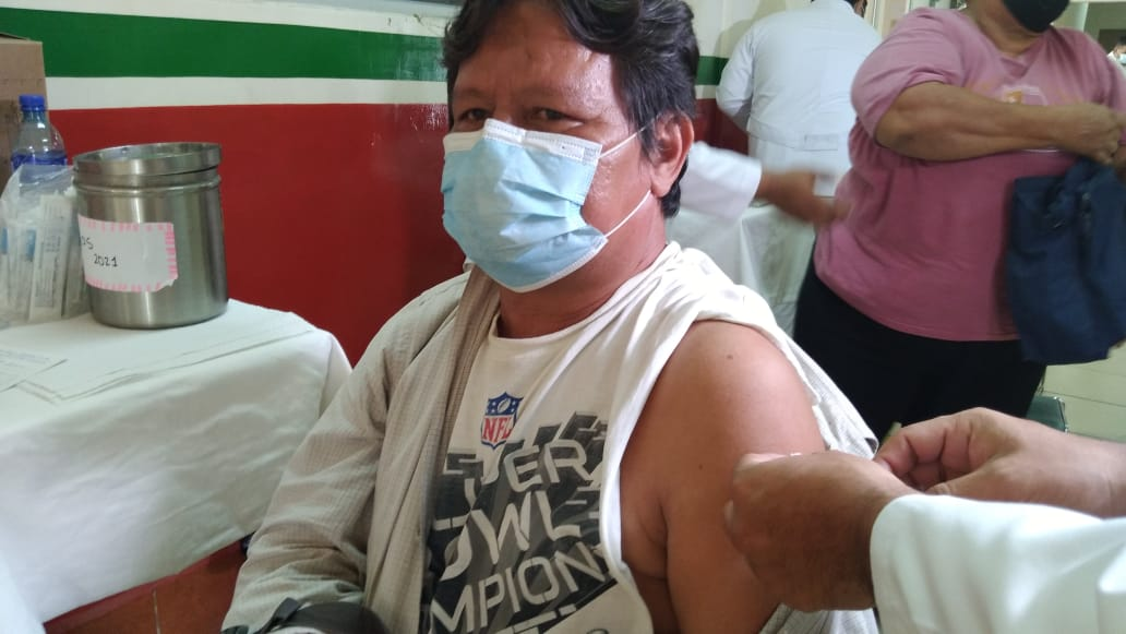 Desarrollan jornada de vacunación contra la Covid-19 en Hospital Manolo Morales