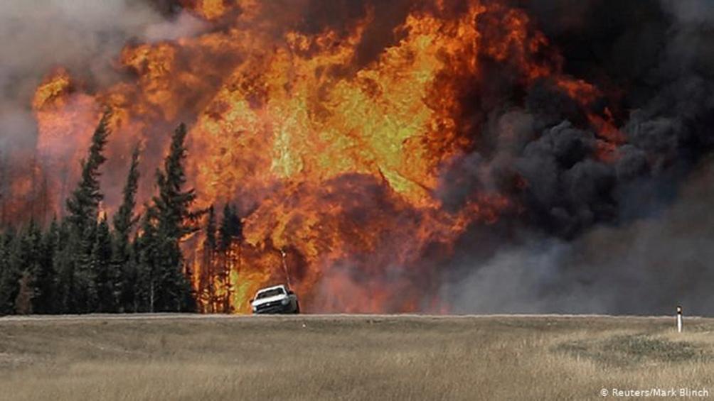 Declaran estado de emergencia por incendios en el oeste de Canadá