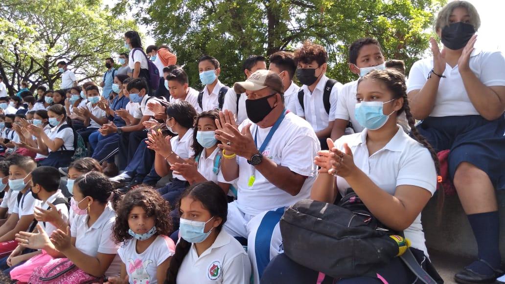 Estudiantes concluyen primer semestre de clases e inician vacaciones en Managua