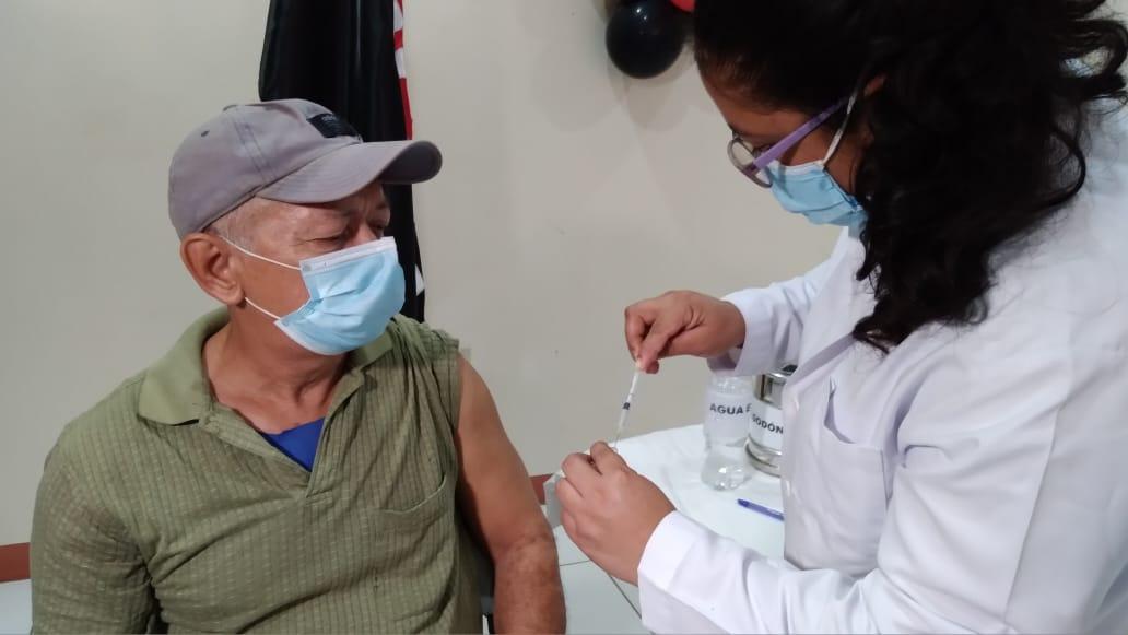 Exitoso proceso de vacunación voluntaria contra covid-19 en Managua