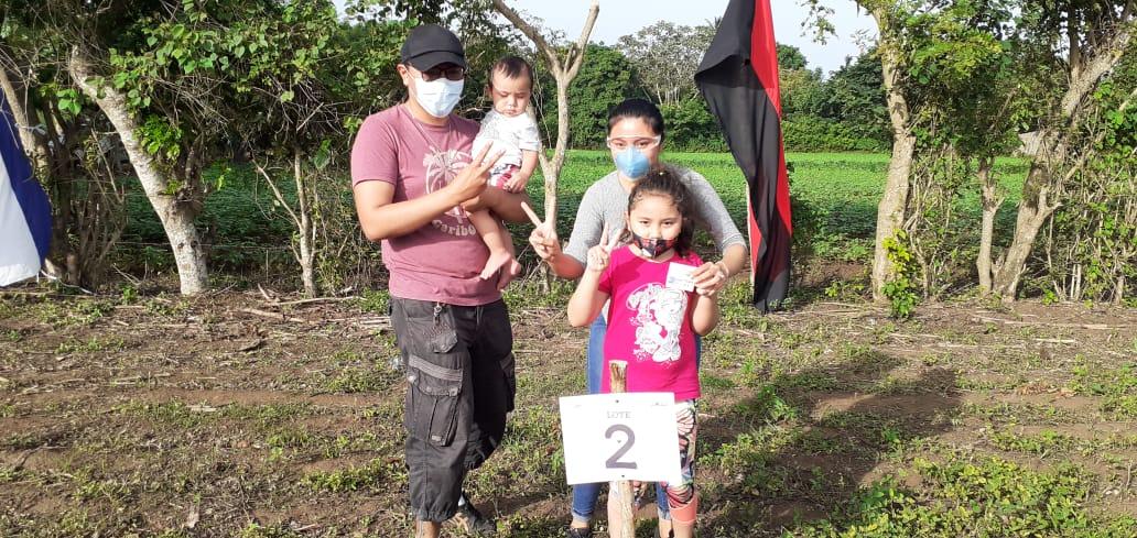 Más familias son beneficiadas con lotes de terreno en El Rosario, Carazo