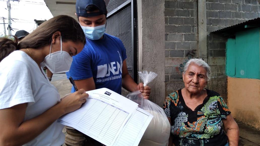 Familias son beneficiadas con paquetes alimenticios en Managua