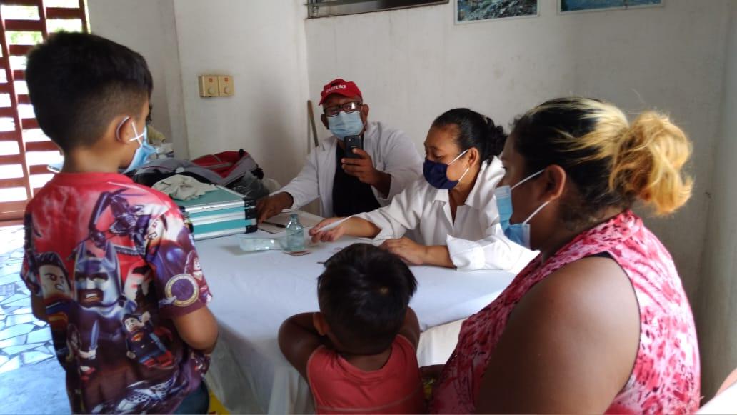 Habitantes de Villa Guadalupe reciben atención médica gratuita