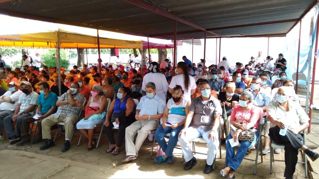Gran afluencia de personas en jornada de vacunación contra la Covid-19 en Managua