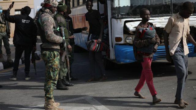 Nigeria: más de 100 personas de hospitales y escuelas fueron secuestradas