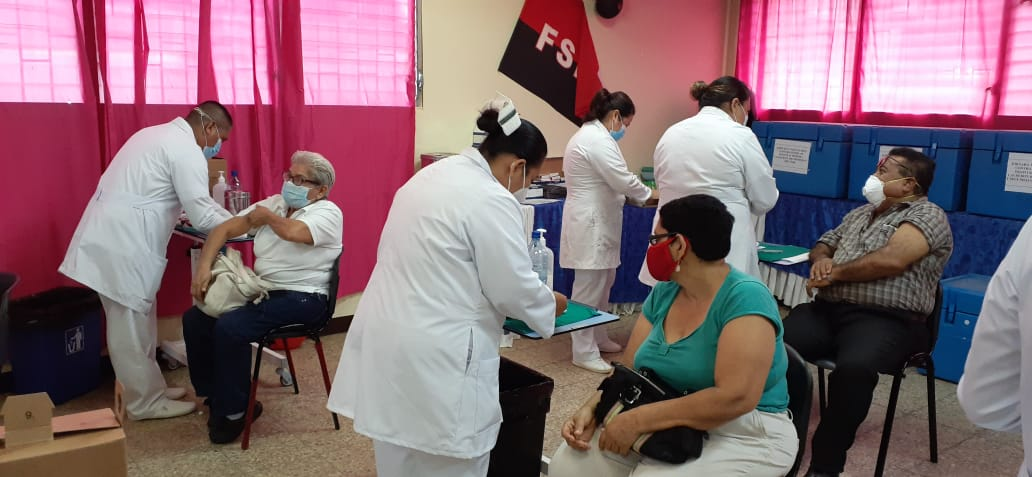Pacientes mayores de 55 años se aplican segunda dosis de Sputnik V en Managua