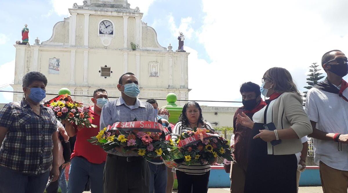 Familias sanmarqueñas rinden homenaje a héroes y mártires