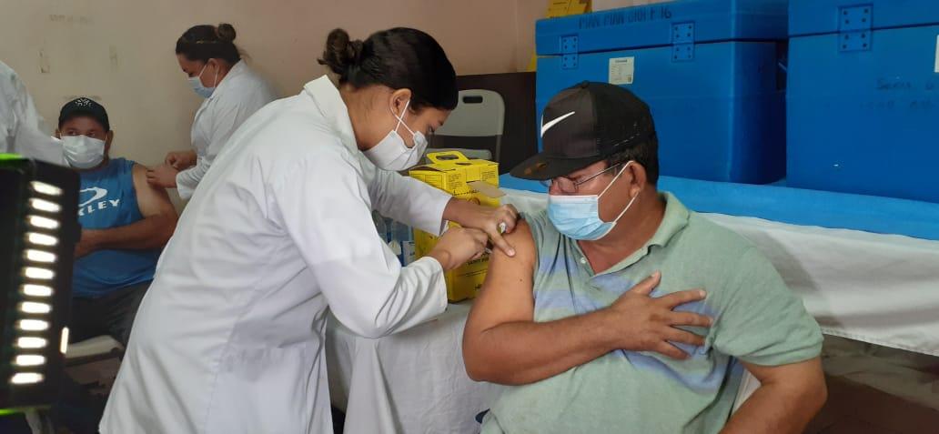 Covid-19: avanza vacunación voluntaria en el Hospital Manolo Morales