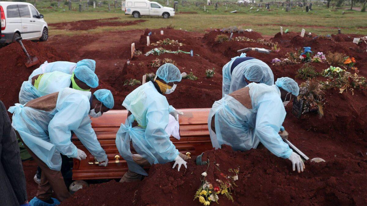 Sudáfrica supera más 79 mil decesos por la Covid-19