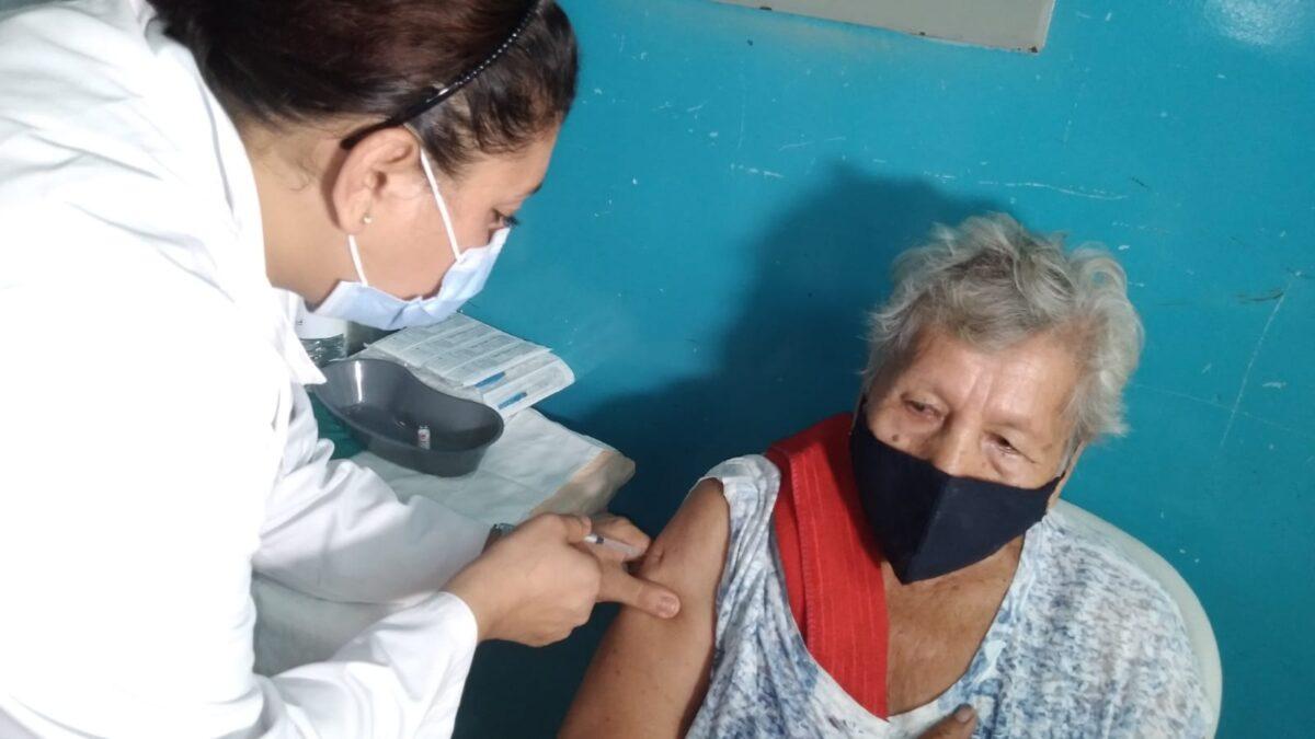Aplican segunda dosis de Sputnik V a población mayor de los 45 años en Tipitapa