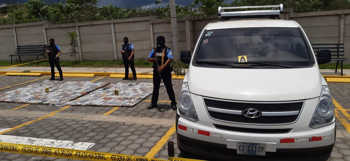 Encuentran 418 kilos de cocaína en microbús abandonado en Diriamba