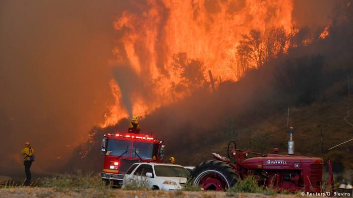 Múltiples incendios forestales arrasan con todo a su paso en Atenas