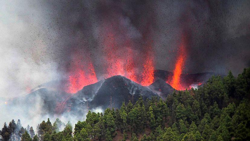 España: volcán Cumbre Vieja entra en erupción en isla La Palma