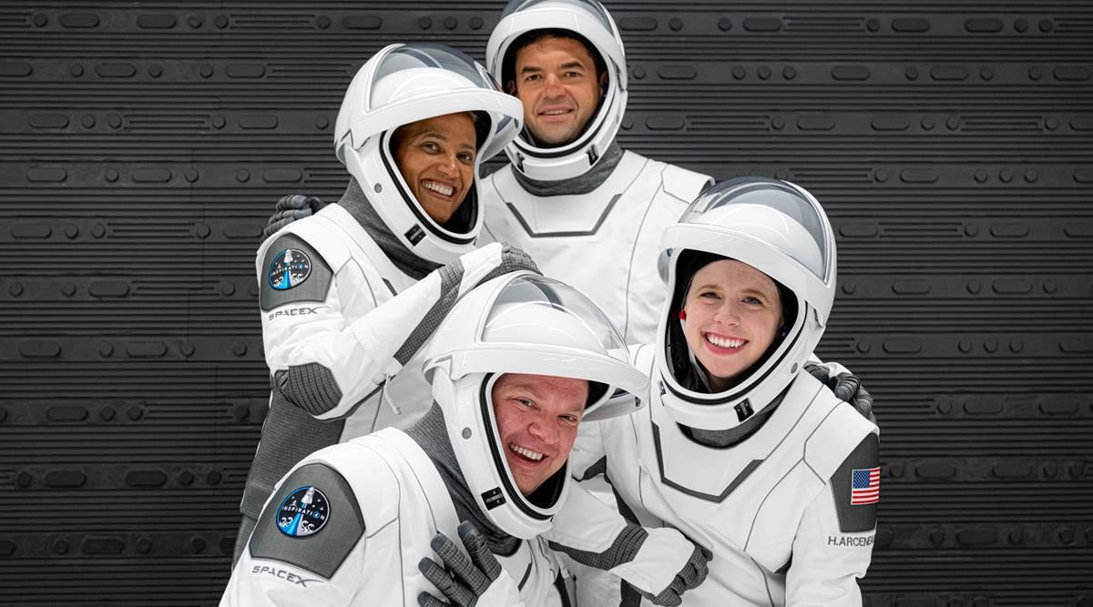 SpaceX:  tripulación civil regresa a la Tierra después de tres días en el espacio