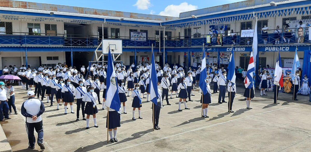 Colegios organizan actos culturales y coloridos desfiles para honrar a la patria
