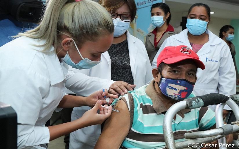 Continua amplia asistencia de vacunación para contener la Covid-19