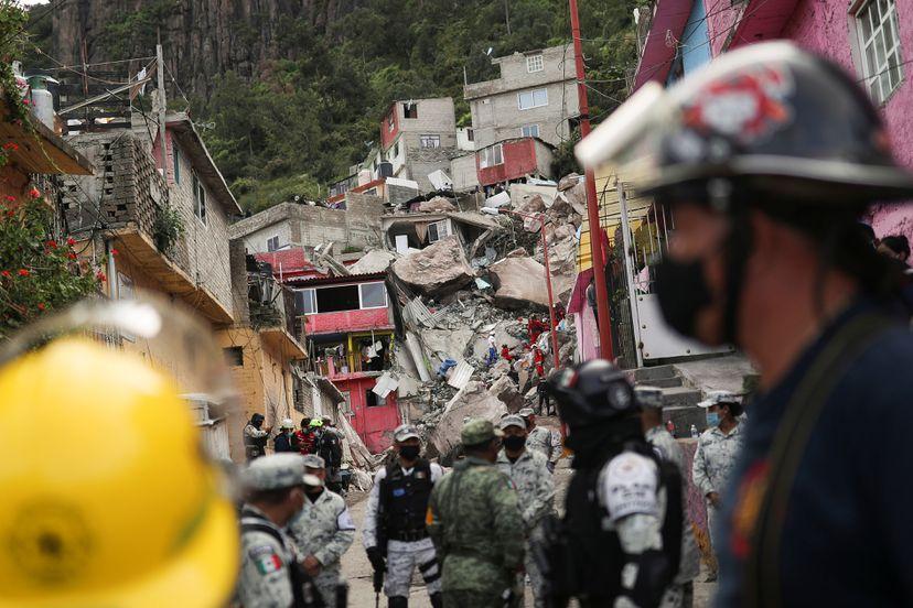Dos muertos y 10 desaparecidos deja derrumbe en el cerro Chiquihuite, México