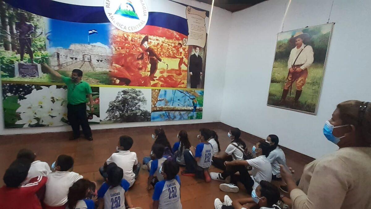 Estudiantes visitan histórica Hacienda San Jacinto, símbolo de patriotismo y valentía