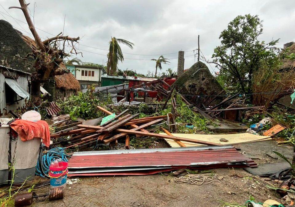 Cientos de personas son evacuadas en Filipinas tras la llegada del tifón Chanthu