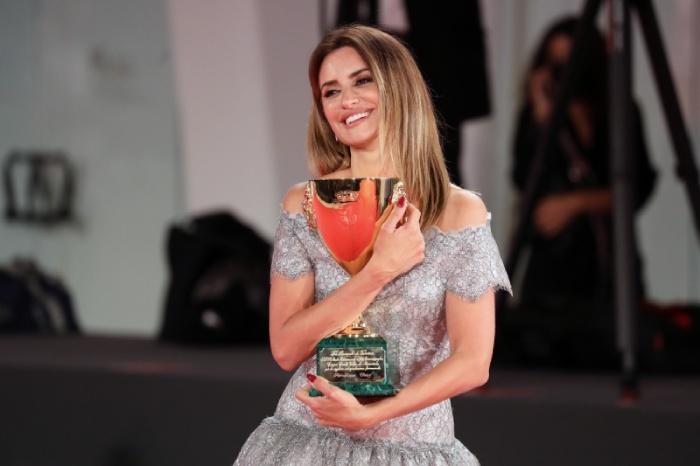 Penélope Cruz gana la Copa Volpi a la «Mejor Actriz» del Festival de Venecia