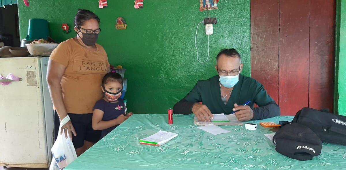 Pobladores de Las Jagüitas son beneficiados con Feria de Salud