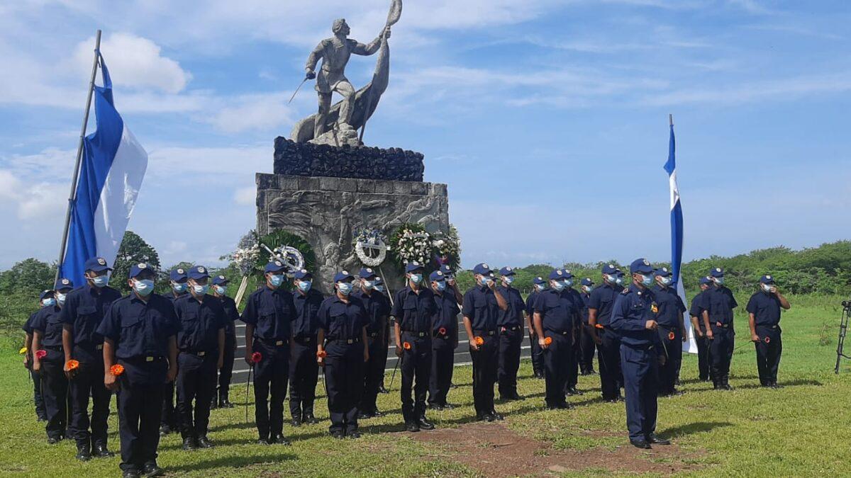 Trabajadores del Estado depositan ofrenda floral en monumentos de la Hacienda San Jacinto