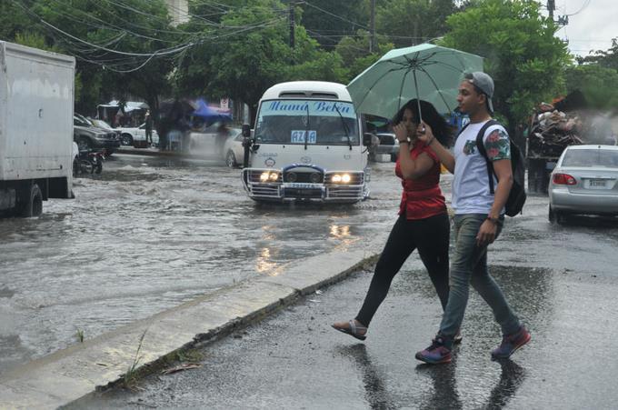 Onda tropical mantiene en alerta 12 provincias de República Dominicana