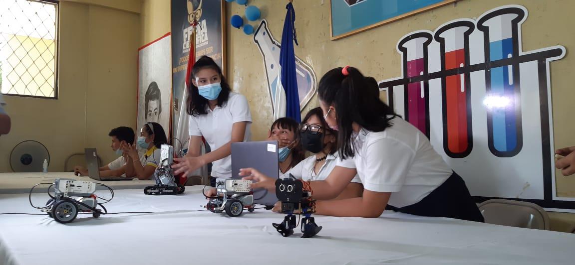 Estudiantes exponen proyectos científicos en colegios de Managua