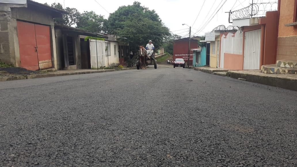 Asfaltan calle principal del barrio San Rafael de Jinotepe