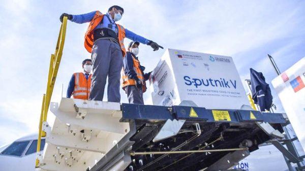 Llega a Bolivia un donativo de 378 mil dosis de la vacuna Sputnik V