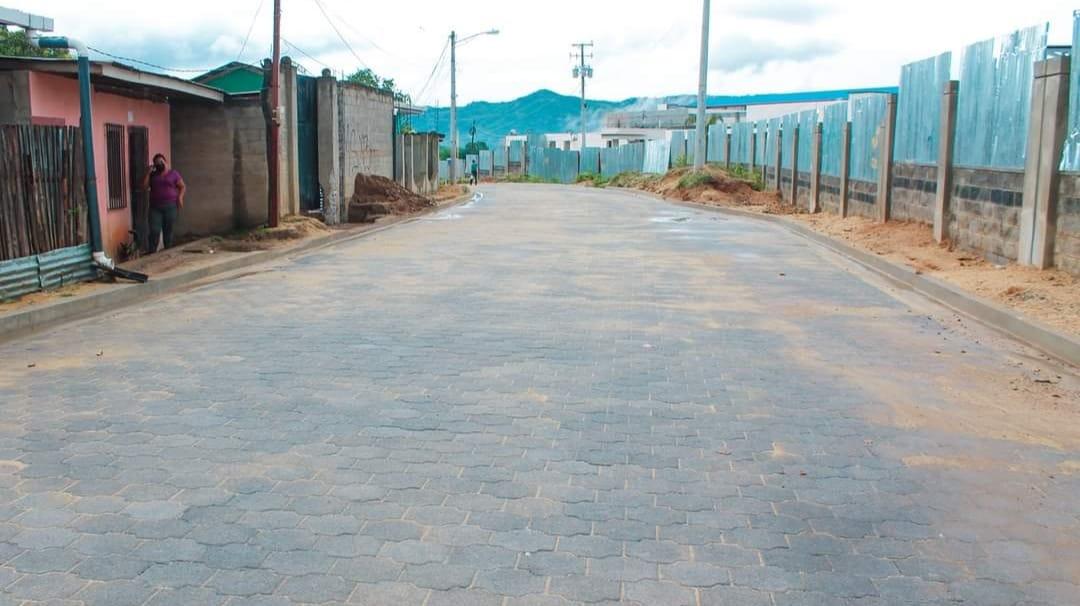 Inauguran calles adoquinadas que facilitan acceso al nuevo hospital de Ocotal