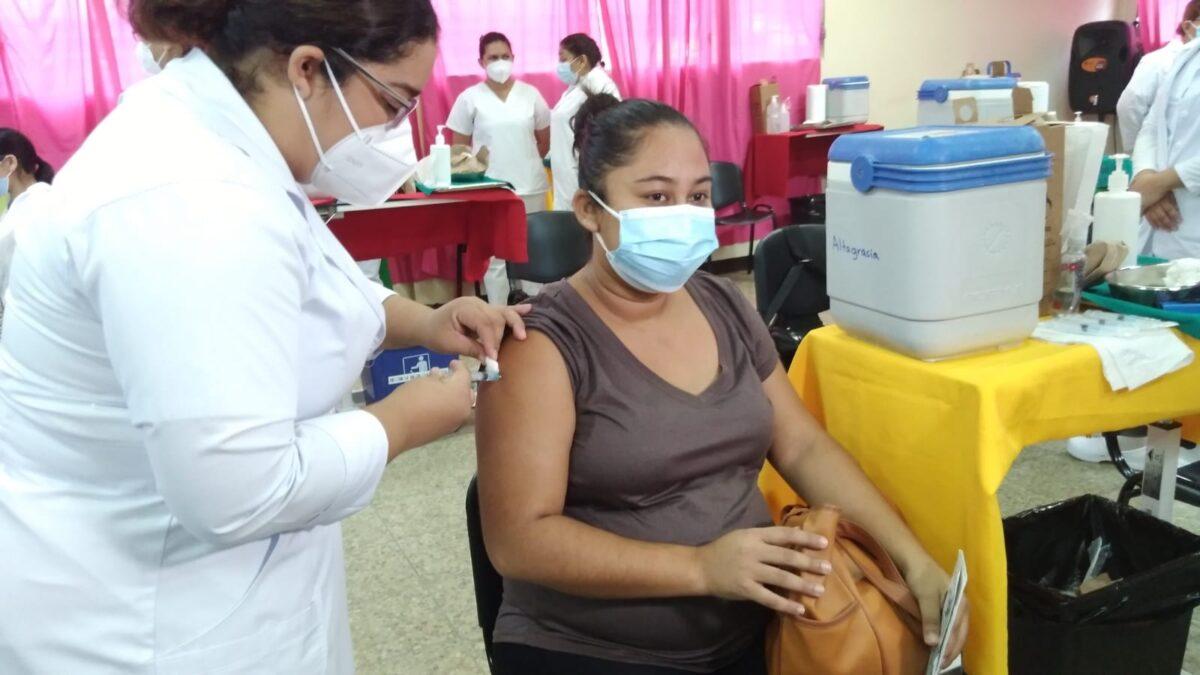 ¿Dónde pueden vacunarse contra la Covid-19 las embarazas este 14 de octubre?